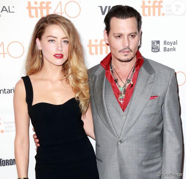 """Amber Heard et son mari Johnny Depp lors de l'Avant-première du film """"Black Mass"""" lors du Festival International du film de Toronto, le 14 septembre 2015."""