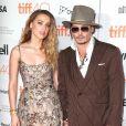 """Johnny Depp et sa compagne Amber Heard (robe Elie Saab) à la Première du film """"The Danish Girl"""" au festival International du film de Toronto (TIFF) le 12 septembre 2015"""