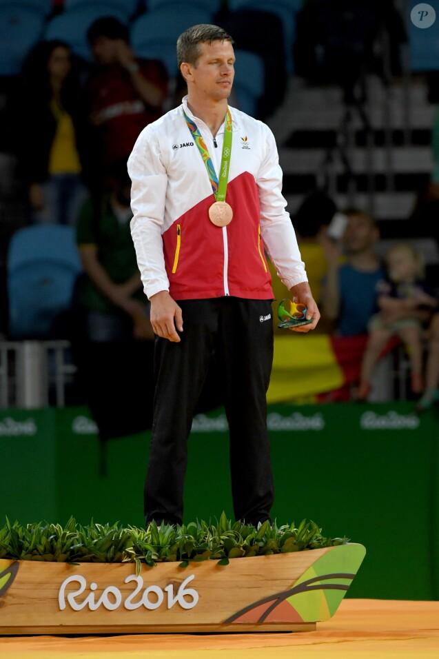 Dirk van Ticheltà la cérémonie de remise des médailles (catégorie 73-kg) à la Carioca Arena 2 lors des Jeux olympiques 2016. Rio de Janeiro, le 8 août 2016.