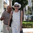Sharon Stone fait du shopping dans les rues de Los Angeles, le 5 juillet 2016