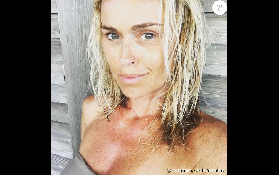 Cécile de Ménibus, sans maquillage, en vacances à Noirmoutier-en-l'Île le 15 août 2016.