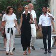 Semi-exclu - Cyril Kamar (Alias K.Maro) et sa femme Anne-Sophie Mignaux recemment mariés se promènent avec des amis dans les rues de Saint-Tropez le 27 juillet 2016.