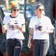 Kristen Stewart se promène avec sa petite amie Alicia Cargile dans les rues de Los Feliz. Avant de monter dans sa voiture, le couple s'embrasse tendrement. Le 20 juillet 2016