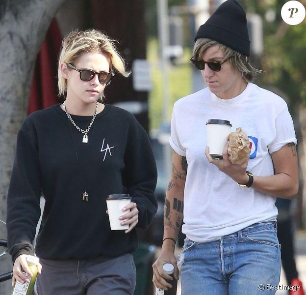 Exclusif - Kristen Stewart se promène avec sa compagne Alicia Cargile dans les rues de Los Feliz, le 20 août 2016
