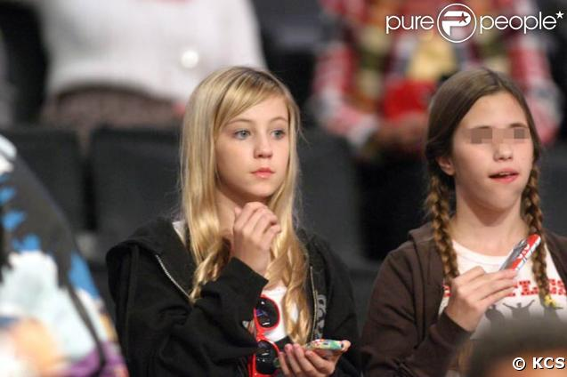 Ava, la fille d'Heather Locklear au match de basket, le 21/11/08
