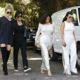 """Kim, Kourtney, Khloé Kardashian et leur mère Kris Jenner lors du tournage de la télé-réalité """"L'Incroyable Famille Kardashian"""" à Woodland Hills le 5 aout 2016."""