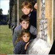Rupert Grint (Ronald 'Ron' Weasley), Daniel Radcliffe (Harry Potter) & Emma Watson (Hermione Granger) dans Harry Potter & the Sorcerer's Stone en 2001.