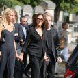 Nathalie Rykiel (fille de Sonia Rykiel) ses filles Lola, Tatiana et Salomé Burstein, son frère Jean-Philippe Rykiel lors des obsèques de Sonia Rykiel au cimetière de Montparnasse à Paris, le 1er septembre 2016.