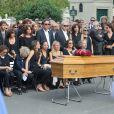 Nathalie Rykiel (fille de Sonia Rykiel) ses filles Lola, Tatiana et Salomé Burstein, son frère Jean-Philippe Rykiel (fils de Sonia Rykiel), Simon Burstein et Serge Goldszal (compagnon de Nathalie Rykiel)lors des obsèques de Sonia Rykiel au cimetière de Montparnasse à Paris, le 1er septembre 2016.