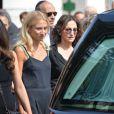 Nathalie Rykiel (fille de Sonia Rykiel) et sa fille Lola lors des obsèques de Sonia Rykiel au cimetière de Montparnasse à Paris, le 1er septembre 2016.