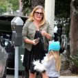 """Nicole Eggert (de la série """"Alerte à Malibu"""") se promène avec sa fille Keegan dans les rues de Los Angeles, le 12 mai 2015  Please hide children face prior publication Nicole Eggert is spotted running some errands in Studio City, California with her daughter Keegan on May 12, 2015. Nicole, who filed for bankruptcy in 2013, recently sold her home for .15 million to help pay off her mounting debt12/05/2015 - Los Angeles"""