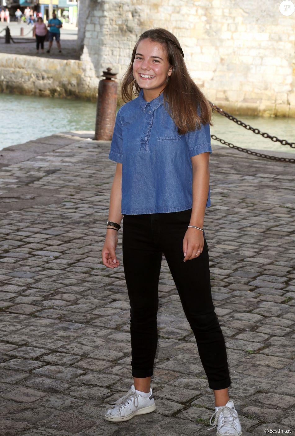 Anais Fabre Nue la comédienne rose montron pour la série l'accident