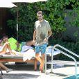 Kourtney Kardashian, Scott Disick, leurs enfants Penelope et Mason, Jonathan Cheban et Simon Huck à la piscine de l'hôtel The Setai. Miami, le 15 septembre 2016.