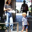 Alessandra Ambrosio est allée déjeuner avec son fils Noah à Brentwood, le 7 septembre 2016.