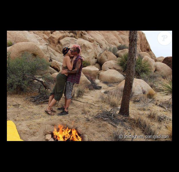 Paris Jackson et son chéri Michael Snoddy lors d'un romantique séjour au parc national de Joshua Tree en Californie. Photo publiée sur Instagram le 21 septembre 2016