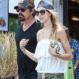"""Exclusif - Josh Brolin et sa fiancée Kathryn Boyd vont déjeuner chez """"Whole Foods"""" à Los Angeles, le 29 mai 2016"""