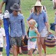 Exclusif - Julia Roberts et son mari Danny Moder assistent au match de football de leurs fils Phinnaeus et Henry à Malibu le 12 septembre 2015.