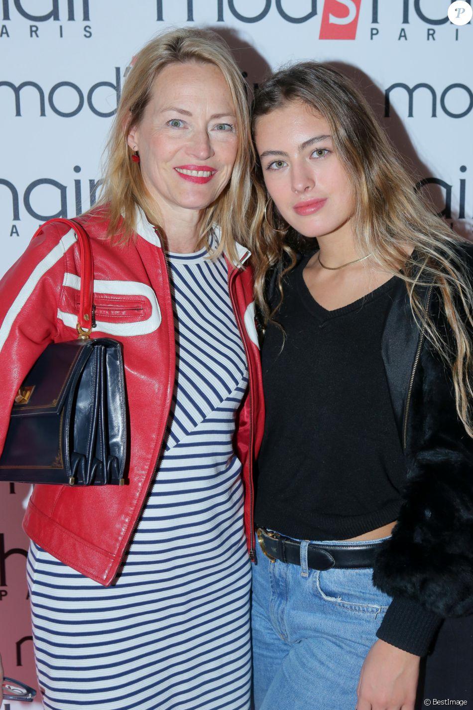 Gabrielle Lazure et sa superbe fille Emma ne jurent que par les fru00e8res Bu00e9rard - Purepeople