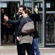 Michaël Youn prend un selfie au TGI de Bobigny, après sa condamnation pour usage de fusée ou artifice au Stade de France lors de la dernière finale de la Coupe de France entre le PSG et l'OM. Le 30 septembre 2016. © Stéphane Lemouton / BestImage