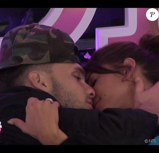 """Mélanie et Bastien s'embrassent - """"Secret Story 10"""", le 22 septembre 2016 sur NT1."""
