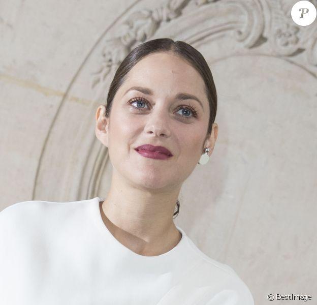 """Marion Cotillard (enceinte) - People au défilé de mode """"Christian Dior"""", collection prêt-à-porter Printemps-Eté 2017 à Paris, le 30 septembre 2016. © Olivier Borde/Bestimage"""