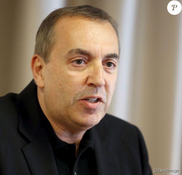Jean-Marc Morandini fait une déclaration à la presse dans un salon de l'hôtel Radisson à Boulogne-Billancourt, le 19 juillet 2016.