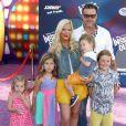 """Tori Spelling avec son mari Dean McDermott et leurs enfants Finn, Stella, Hattie et Liam à l'Avant-première du film """"Inside Out"""" à Hollywood, le 8 juin 2015."""