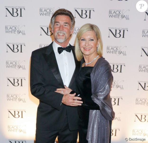 "Olivia Newton-John et son mari John Eaterling lors de la soirée ""Woman Of The Year"" à Las Vegas le 23 janvier 2016."