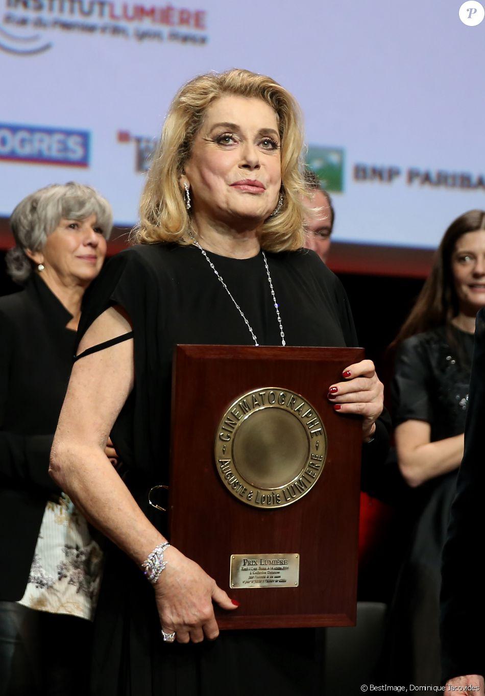 Catherine Deneuve lors de la remise du Prix Lumière 2016 durant le 8ème Festival Lumière à Lyon, le 14 octobre 2016