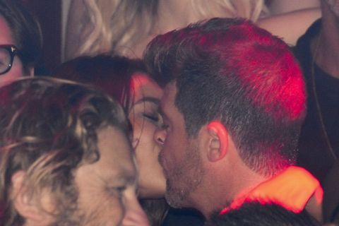 Robin Thicke : Baisers enflammés à sa chérie April face à Usher