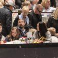 Le prince Haakon (à gauche, assis), la princesse Mette-Marit (debout), son fils Marius Borg Hoiby et sa compagne Linn Helena Nilsen lors du Salon du Cheval d'Oslo le 16 octobre 2016.