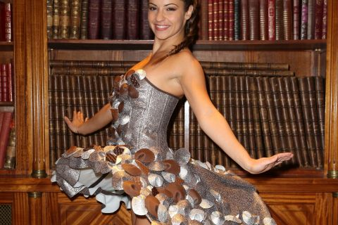 Denitsa Ikonomova : La jolie danseuse à croquer dans sa robe en chocolat