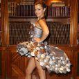 Denitsa Ikonomova lors de l'essayage de sa robe pour le défilé du Salon du Chocolat, à Paris, le 17 octobre 2016.