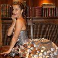 """""""Denitsa Ikonomova lors de l'essayage de sa robe pour le défilé du Salon du Chocolat, à Paris, le 17 octobre 2016."""""""