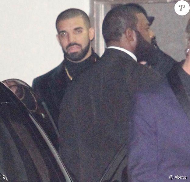 Drake quitte sa soirée d'anniversaire à Los Angeles le 23 octobre 2016.