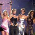 Emma Bunton, Mel C, Victoria Beckham et Mel B alias les Spice Girls lors des Brit Music Awards, le 6 mars 2000