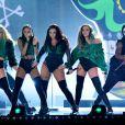 Le groupe Little Mix (Leigh-Anne Pinnock, Jesy Nelson, Perrie Edwards et Jade Thirlwall) à la Cérémonie des BRIT Awards 2016 à l'O2 Arena à Londres, le 24 février 2016
