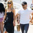 Jason Statham et sa fiancée Rosie Huntington-Whiteley vont prendre un petit déjeuner en famille à Malibu le 31 juillet 2016.