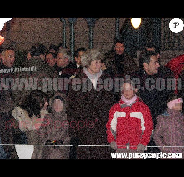 De g à d : Carla Bruni, Aurélien, la mère de Carla Bruni, le Président Sarkozy