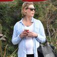 Katherine Heigl enceinte discute avec son mari Josh Kelley à la sortie d'un valet parking à Los Angeles, le 29 octobre 2016