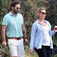 Katherine Heigl enceinte discute avec son époux Josh Kelley à la sortie d'un valet parking à Los Angeles, le 29 octobre 2016