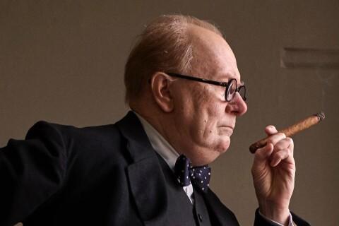Gary Oldman, totalement méconnaissable, se dévoile dans la peau de Churchill