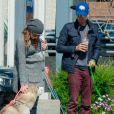 Chad Michael Murray et Sarah Roemer (enceine) promènent leurs chiens à Los Angeles le 3 mars 2015.