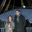 Carole Amiel avec son fils Valentin Livi (fils d'Yves Montand) lors de l'hommage à Yves Montand ''25 ans déjà'' à la Grande Roue place de la Concorde à Paris, le 11 novembre 2016. © JLPPA/Bestimage