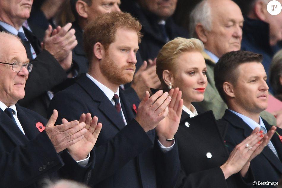 Le prince Harry, la princesse Charlène de Monaco et son frère Gareth Wittstock assistent au match de rugby Angleterre - Afrique du Sud, dans le cadre de la tournée d'automne 2016 au Twickenham Stadium à Londres, le 12 novembre 2016. L'Angleterre a remporté le match (37-21).