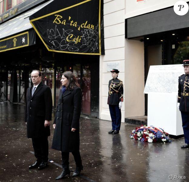 François Hollande et Anne Hidalgolors de la cérémonie d'hommages au Bataclan, Paris, le 13 novembre 2016.
