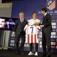 L'attaquant de l'équipe de France de football, Antoine Griezmann signe dans le club de l'Atletico Madrid en Espagne le 21 juillet 2014.