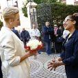 Le prince Albert II de Monaco et la princesse Charlene ont remis le 17 novembre 2016 des colis de la Croix Rouge monégasques aux personnes défavorisées et à des réfugiés du Moyen-Orient, dans les locaux de l'organisme. © Jean-Charles Vinaj / Pool Monaco / Bestimage