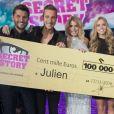 """Julien, grand gagnant de """"Secret Story 10"""" lors de la finale du 17 novembre 2016 sur NT1. Ici avec les autres finalistes !"""