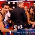 Karine Ferri soutenue par  Yann-Alrick Mortreuil, blessé, qui baisse son pantalon dans  Danse avec les stars , le samedi 19 novembre 2016, sur TF1.